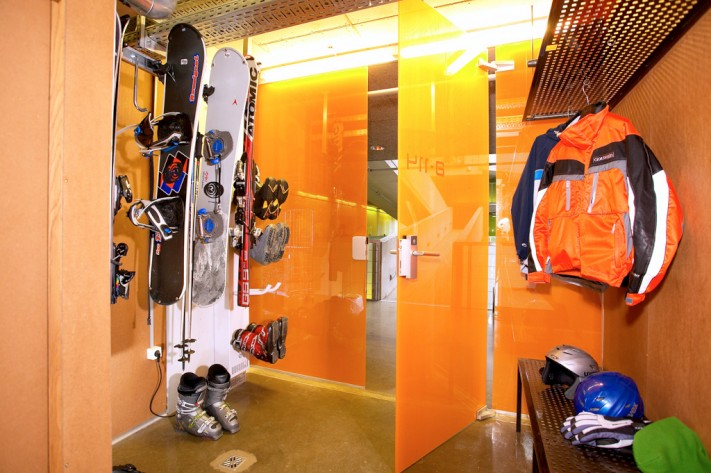 CUBE Hotel showroom sports-equipment summer winter